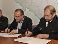 12 Podpisy smlouvy.JPG
